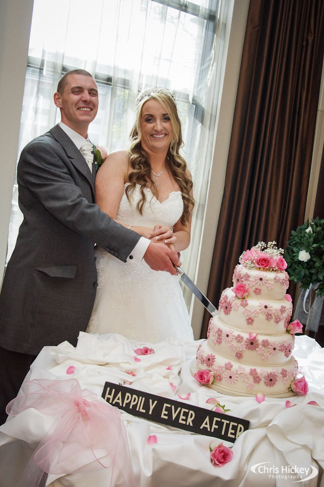 Liverpool Wedding Cake Cutting, Crowne Plaza Hotel Liverpool